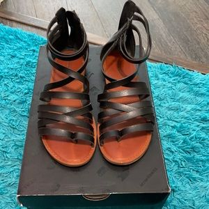 American Eagle Sandals!